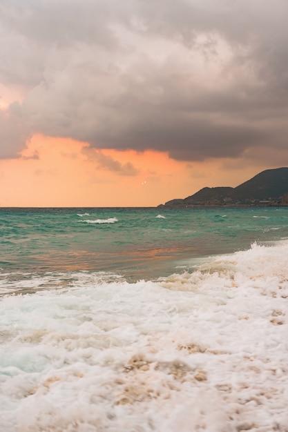 Zee en blauwe hemelachtergrond. Gratis Foto