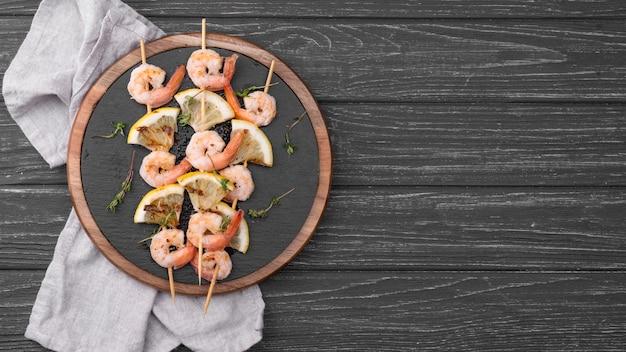 Zeevruchten garnalen spiesjes kopie ruimte Gratis Foto