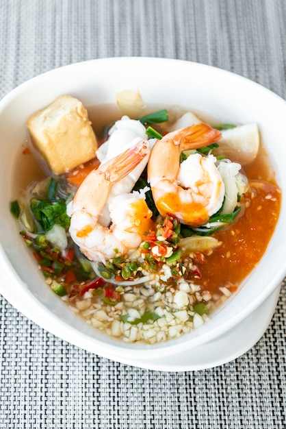 Zeevruchten thaise sukiyaki Premium Foto