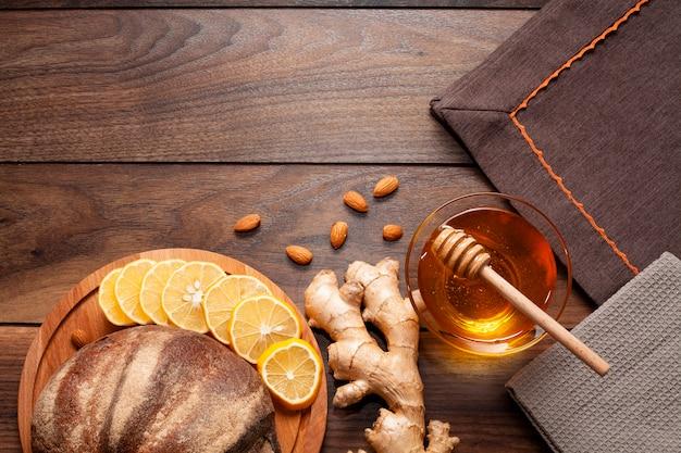 Zelfgebakken brood met gember en honing Gratis Foto