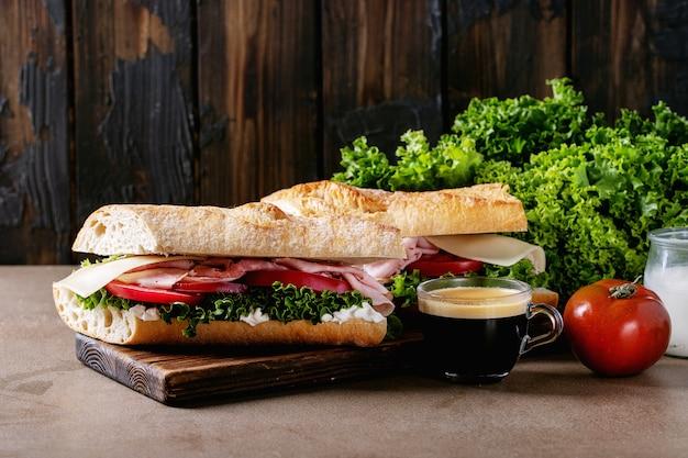 Zelfgemaakt broodje Premium Foto