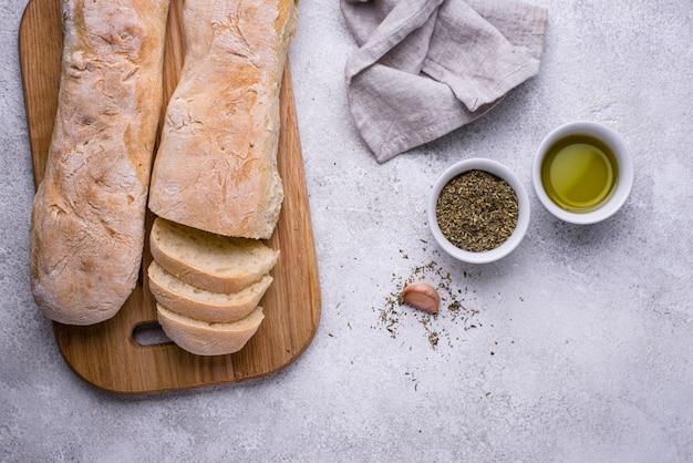 Zelfgemaakte franse baguettes met olijfolie Premium Foto