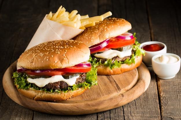 Zelfgemaakte hamburger Premium Foto
