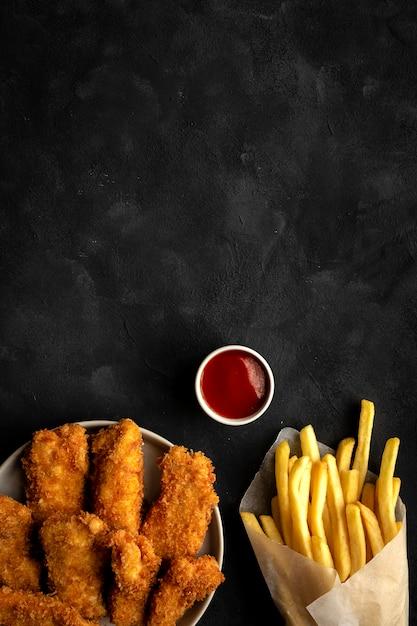 Zelfgemaakte kipnuggets geslagen met panko Premium Foto