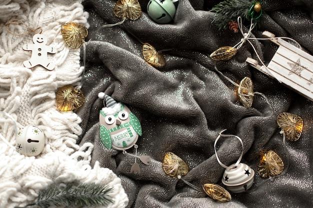 Zelfgemaakte ontbijtkoek kerstkoekjes en decoraties Premium Foto