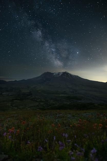 Zet st. helens sunset sky stars milkway op Premium Foto