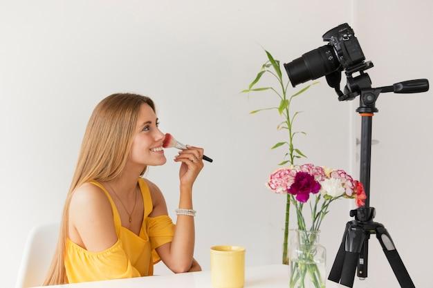 Zijaanzicht make-up tutorial film Gratis Foto