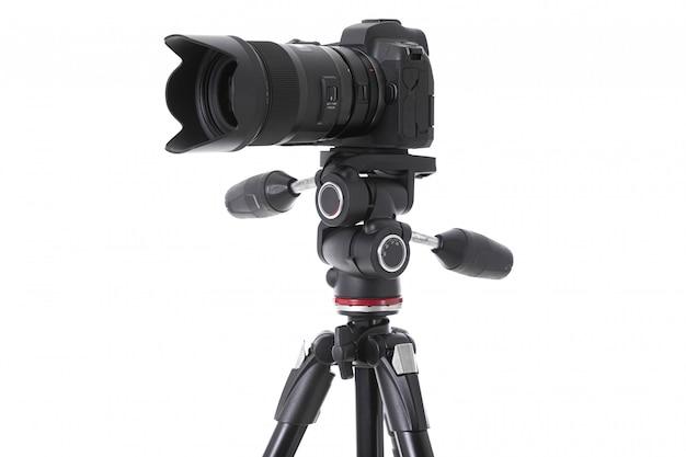 Zijaanzicht van professionele camera met groot geïsoleerd cameraglas Premium Foto
