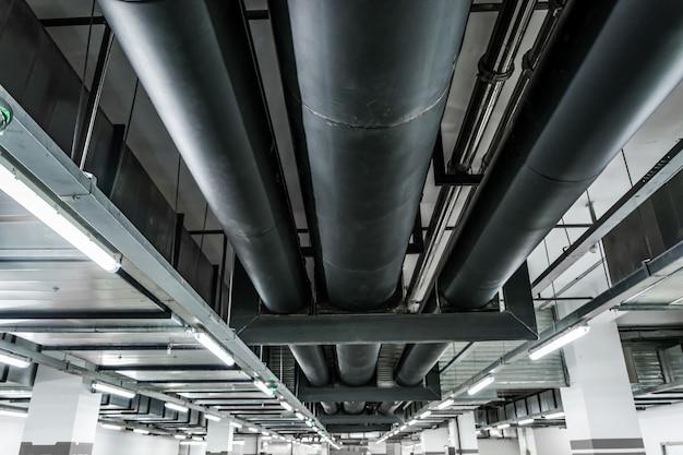 Zilver pipeline systeem in de ruwe olie fabriek Gratis Foto