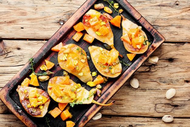 Zoet gebakken peren Premium Foto