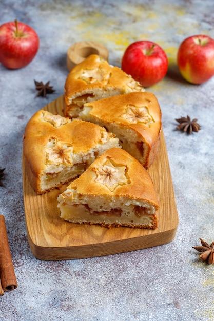 Zoete eigengemaakte appeltaart met kaneel Gratis Foto