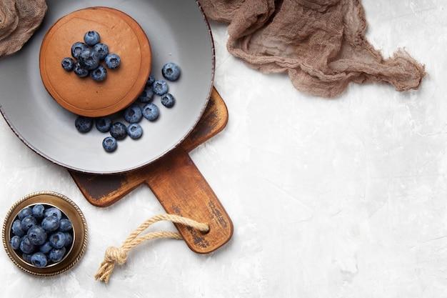 Zoete pannenkoeken met bosbessen met exemplaarruimte Gratis Foto