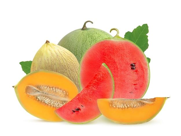 Zoete watermeloenen en meloenen op wit Premium Foto