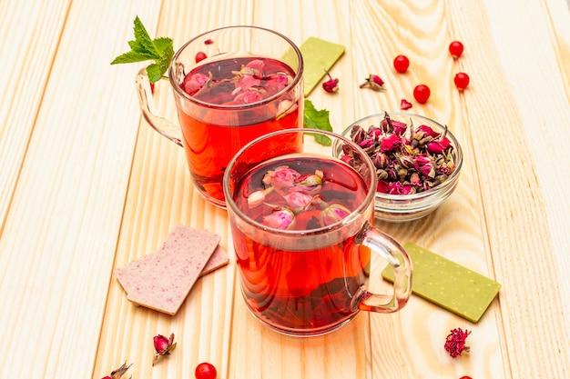 Zomer heerlijke groene rose thee Premium Foto