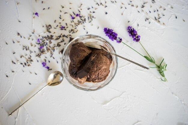 Zomerdessert zelfgemaakt ijs Premium Foto