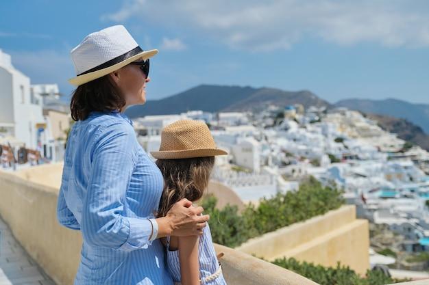 Zomervakantie op de middellandse zee op het griekse eiland santorini Premium Foto