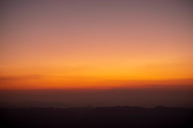 Zonsondergang en schemering van de top van thailand Gratis Foto