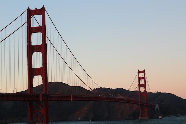 Zonsondergang over de golden gate bridge Gratis Foto