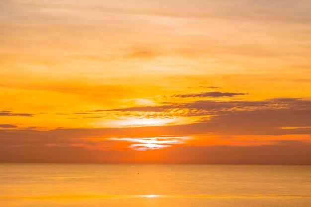 Zonsopgang en zee Gratis Foto