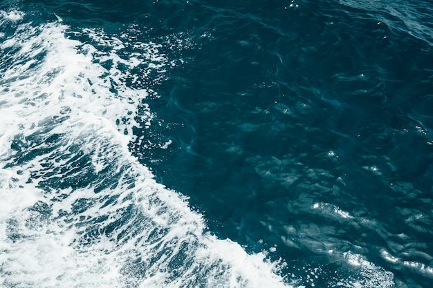 Zwaai in zee Gratis Foto