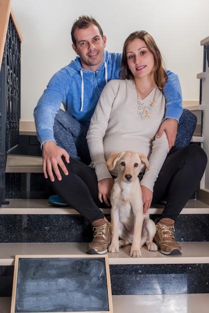 Zwanger meisje en echtgenoot Premium Foto
