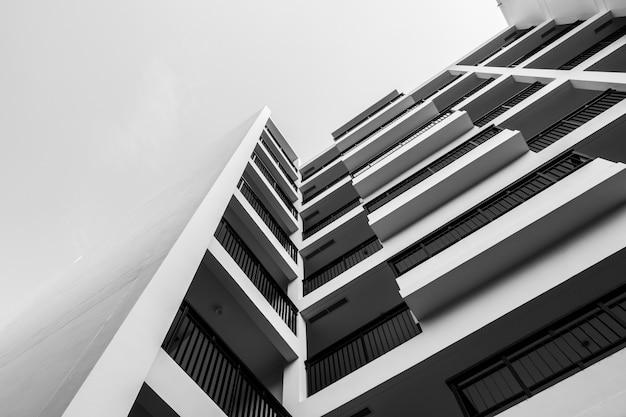 Zwart en wit buitengebouw Gratis Foto