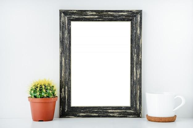 Zwart leeg frame met wit geïsoleerde achtergrond. Premium Foto