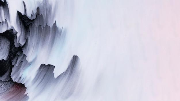 Zwarte kleur penseelstreken in de hoek van het getextureerde witte oppervlak Gratis Foto