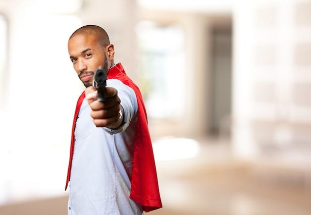 Zwarte man held boze uitdrukking Gratis Foto