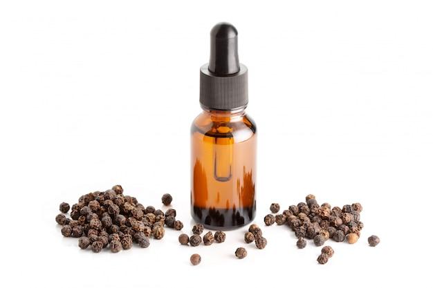 Zwarte peper etherische olie Premium Foto