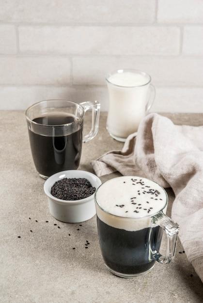 Zwarte sesam cappuccino Premium Foto