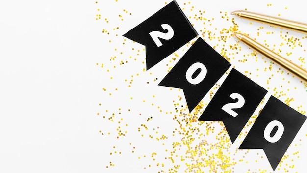 Zwarte slinger met 2020-nummer en gouden glitter Gratis Foto