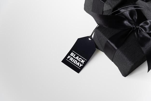 Zwarte vrijdag cadeau met winkelen tag Gratis Foto