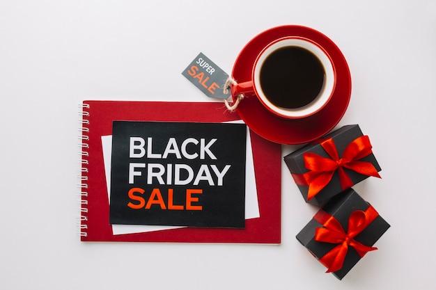 Zwarte vrijdag kortingsgeschenken in plat lag Gratis Foto