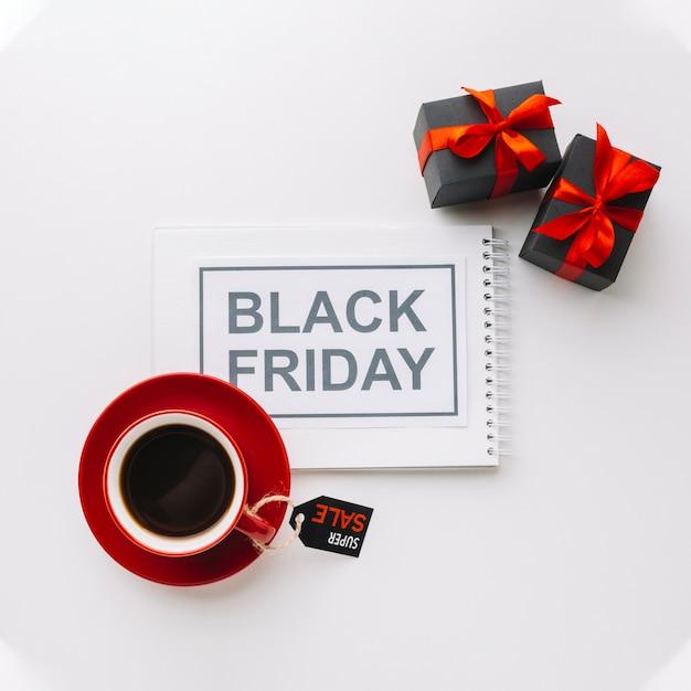 Zwarte vrijdagcampagne met geschenken Gratis Foto