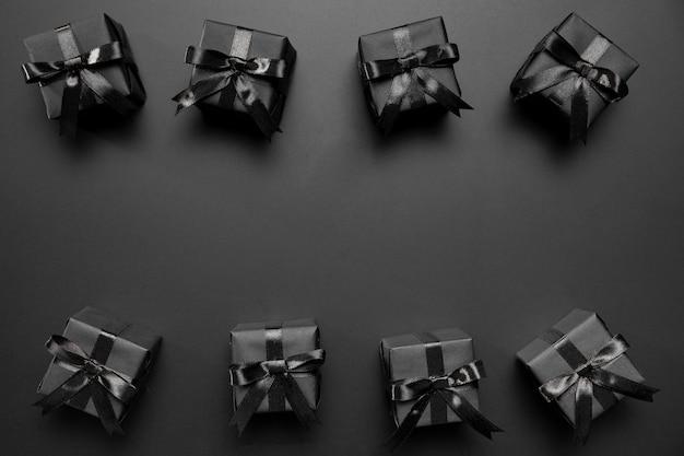 Zwarte vrijdagsamenstelling met zwarte geschenken Gratis Foto
