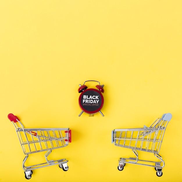 Zwarte vrijdagwekker met winkelwagentjes Gratis Foto