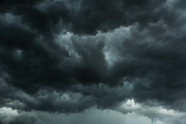 Zwarte wolken en storm Premium Foto