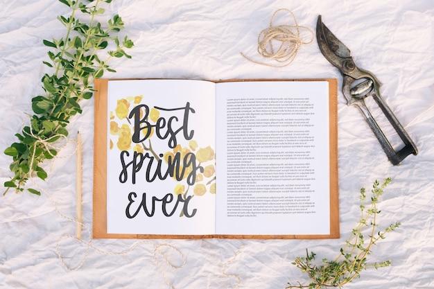 Bloemenkadersamenstelling voor de lente Gratis Psd