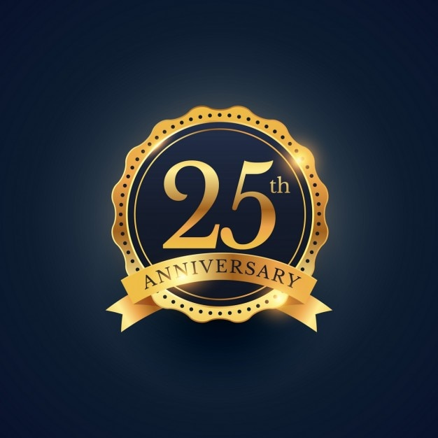 25ste verjaardag badge viering etiket in gouden kleur Gratis Vector