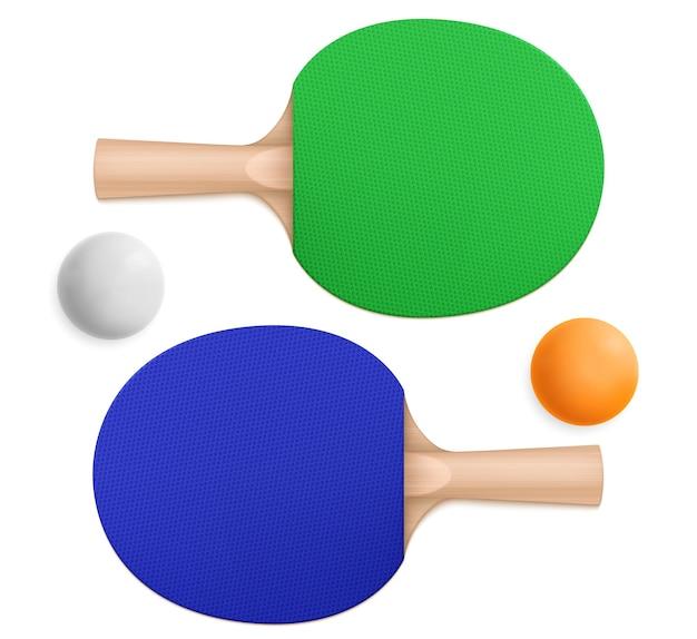 3d pingpongballen en blauwe en groene sportpeddels met houten handvatten in boven- en onderaanzicht Gratis Vector