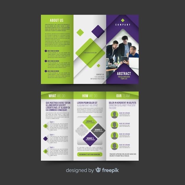 Abstract driebladig brochuremalplaatje Gratis Vector