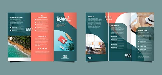 Abstract driebladig brochureontwerp Gratis Vector