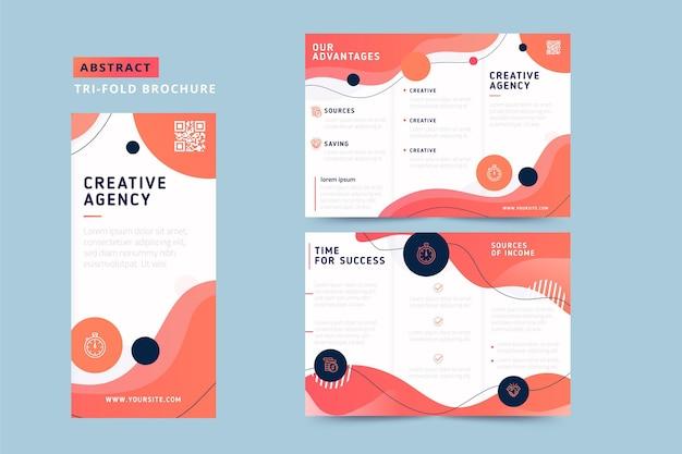 Abstracte driebladige brochure met vloeiende vormgeving Gratis Vector