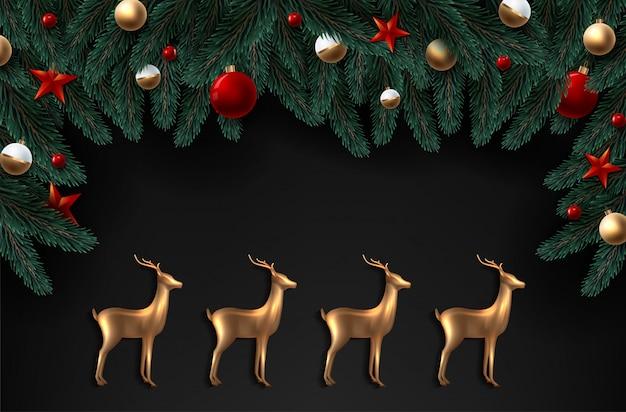 Achtergrond met realistisch uitziende kerstboom takken en goud glas herten. Premium Vector