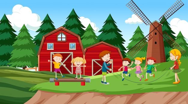 Wonderbaar Actieve jongens en meisjes spelen sport en leuke activiteiten LE-21