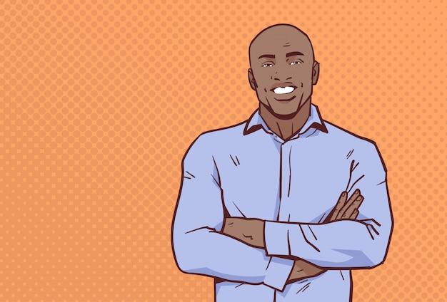 Afro-amerikaanse zakenman gevouwen handen vormen zakenman glimlach mannelijke cartoon Premium Vector