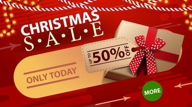 Alleen vandaag, kerstuitverkoop, tot 50% korting, rode kortingsbanner met slinger, knop en geschenken met prijskaartje. Premium Vector
