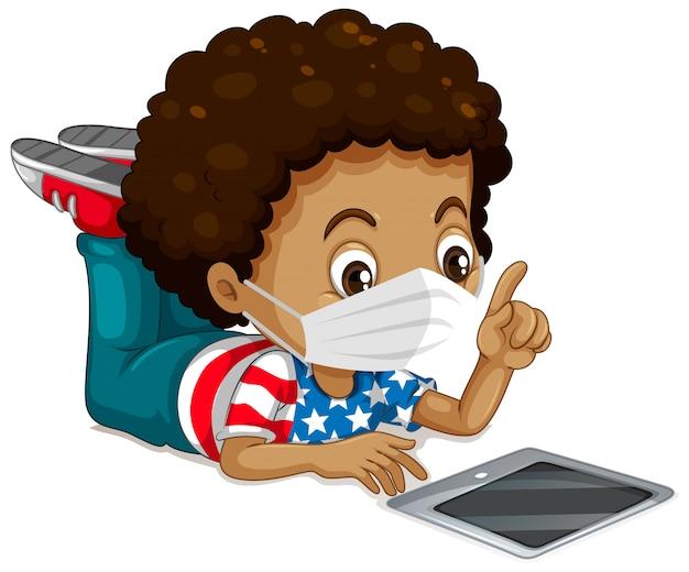 Amerikaanse jongen die masker en tablet draagt Gratis Vector