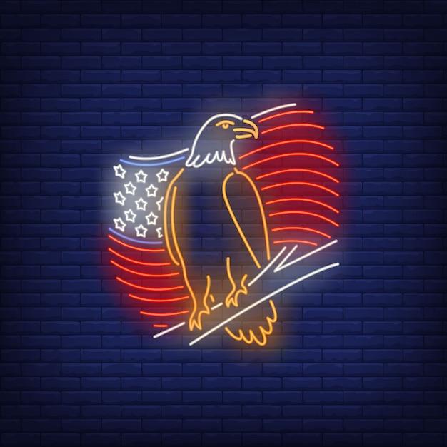 Amerikaanse vlag en adelaars neonteken. vs-symbool, geschiedenis. Gratis Vector